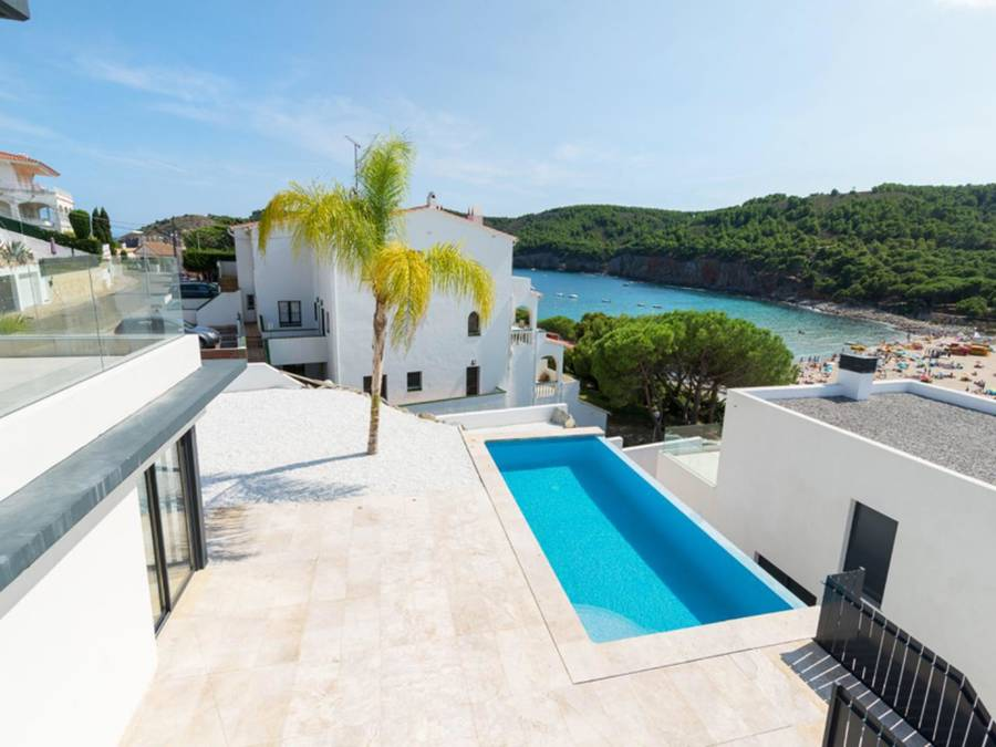 New villa overlooking the sea of ​​Cala Mongo