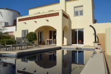 Beautiful villa on the main canal in Empuriabrava