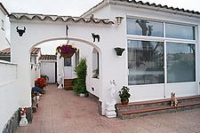 Opportunity!! House with 2 bedrooms and large garage in Empuriabrava