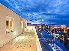 Beautiful duplex penthouse with pool, large private terrace and a sailboat mooring of 11x3m.