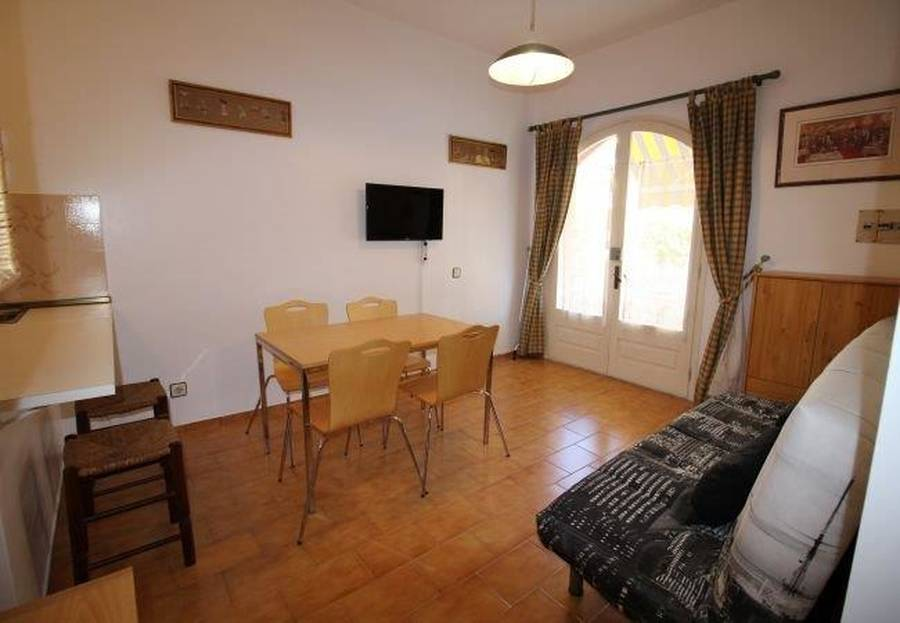Beautiful ground floor apartment located in a residential complex with gardens and swimming pools.