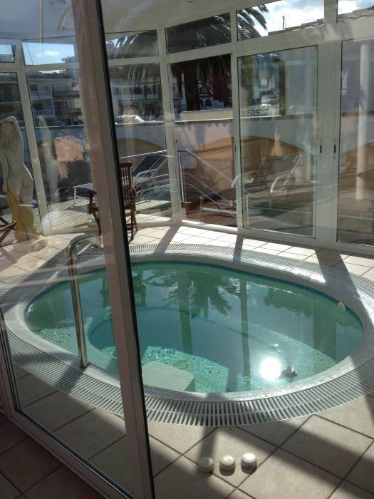 Luxury Villa with mooring, pool, jacuzzi and garage