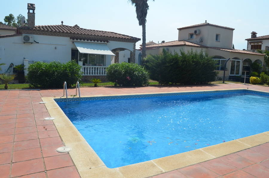 Ground floor house in Vilacolum with comunal swimming pool