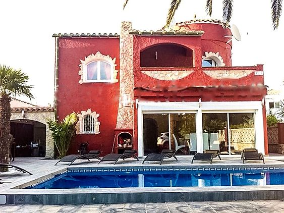 Four bedroom villa, with swimming pool and jacuzzi
