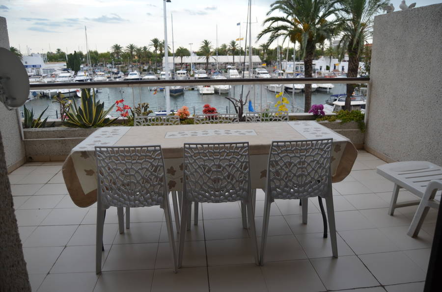 Beautiful 2 bedroom apartment at the Greek Port residence standing
