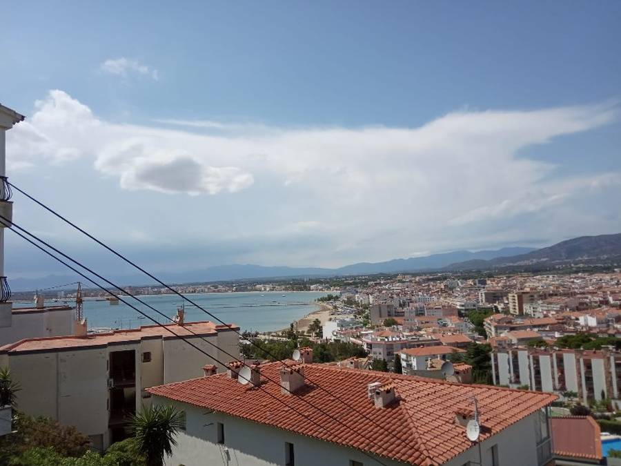 Beautiful apartment with sea view in Puigrom, Roses